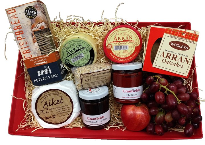 Medium cheese hamper ú30 resized.jpg